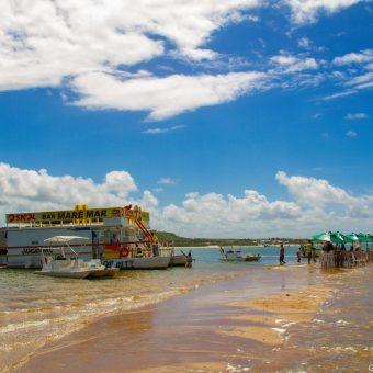 Bar flutuante Barra de São Miguel