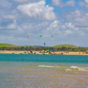 Passeio de lancha na Barra de São Miguel - Alagoas